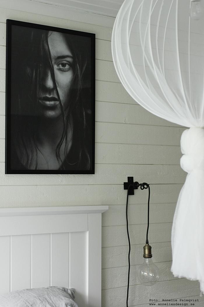 annelies design, webbutik, webshop, nätbutik, inredning, inrendingsbutik, varberg, sovrum, sovrummet, poster, posters, tavla, tavlor, tavelvägg, fotokonst, woman, via martine, modellfoto, modellfotografier, liggande panel, sänggavel, ikea, myggnät, diy, lampa, sänglampa, sänglampor,