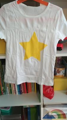 Camiseta pintada con pintura textil amarilla