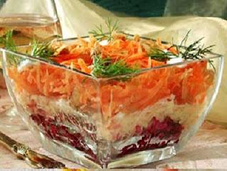 Салат с изюмом и орехами