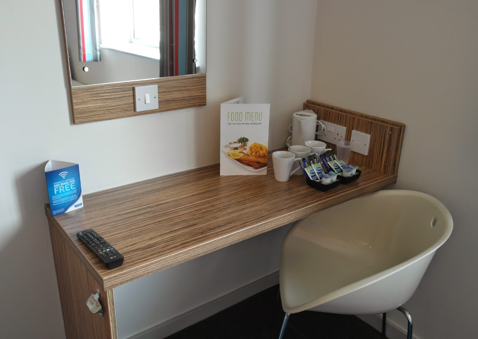 Travelodge Birmingham Airport Family room
