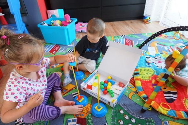 nawlekaj nie czekaj - zabawka dla czterolatki i dwulatka