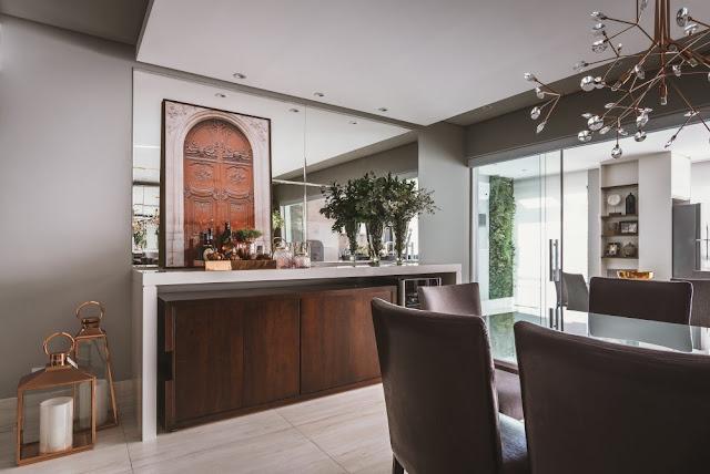 quadro-apoiado-sala-de-jantar-decorada