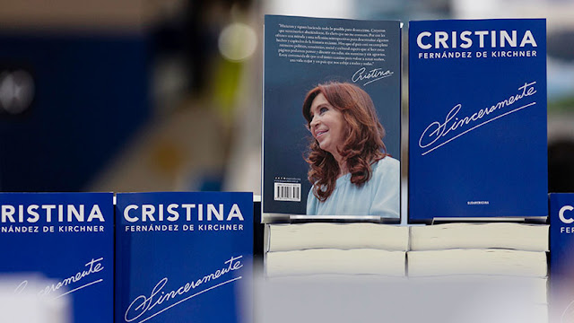 La Justicia argentina pretende embargar el dinero recaudado por las ventas del libro de Cristina Kirchner