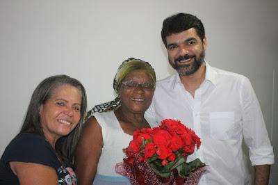 Prefeitura distribui rosas para mães de Santo Antônio de Jesus neste domingo (12)