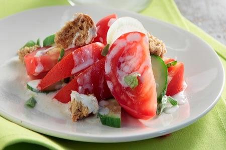 Ντοματοσαλάτα με σάλτσα φέτας - by https://syntages-faghtwn.blogspot.gr