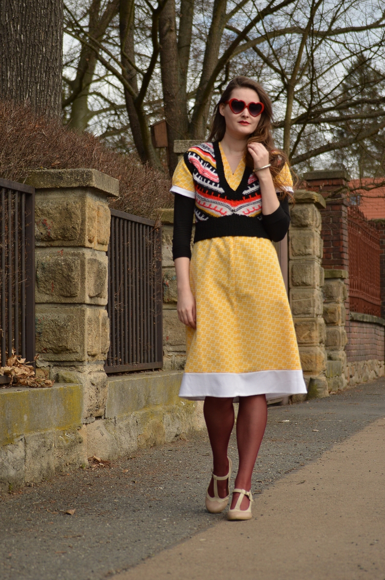 czech fashion blog, yellow spring lookbook, personal style blog, vintage outfit, heart shaped glasses, georgiana quaint, quaintrelle danddy fashion