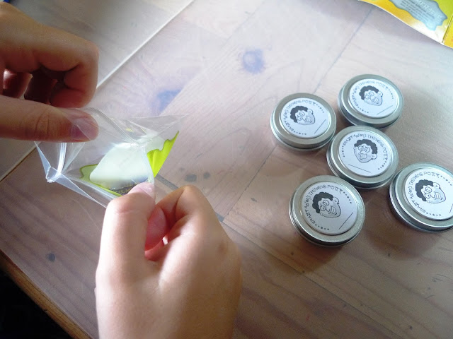 Kids Craft activity glow in the dark mixed by me thinking putty