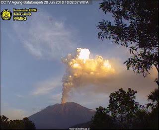 Gunung Agung  Jam 18:02 WITA / 28 Juni 2018