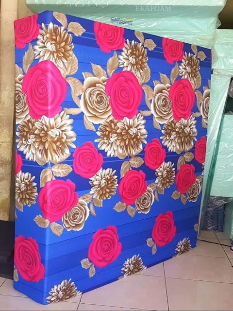 Kasur inoac motif bunga roshita biru