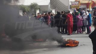 نابل: المتضررون من الفيضانات بسيدي عمر يحتجون ويغلقون الطريق