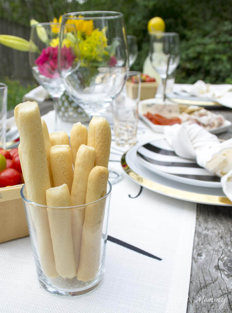 How To Throw  A End Of Summer Party In Less Than Two Hours; breadsticks