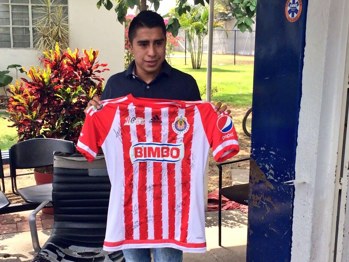 El 'Avión' Ramírez se llevó una playera autografiada por sus excompañeros.