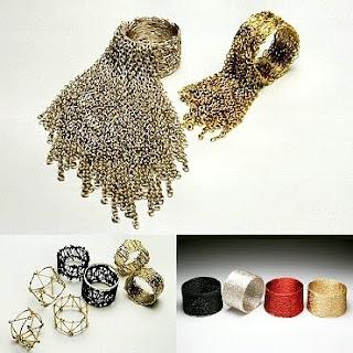 Diseño de anillo muy creativo e inusual hecho con cadena
