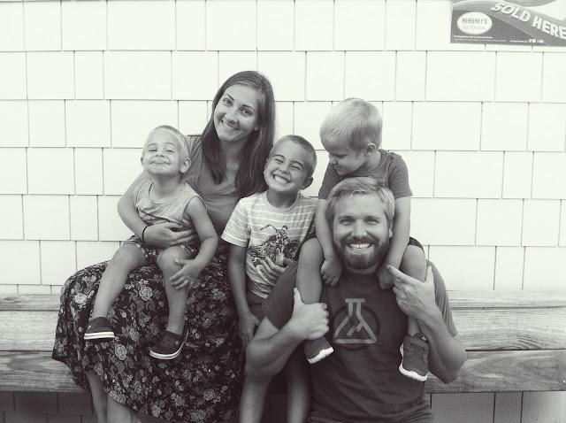 loving-lately-family-photo