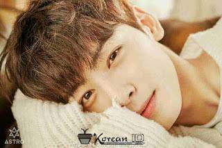 Foto Imut Cha Eun Woo ASTRO tiduran