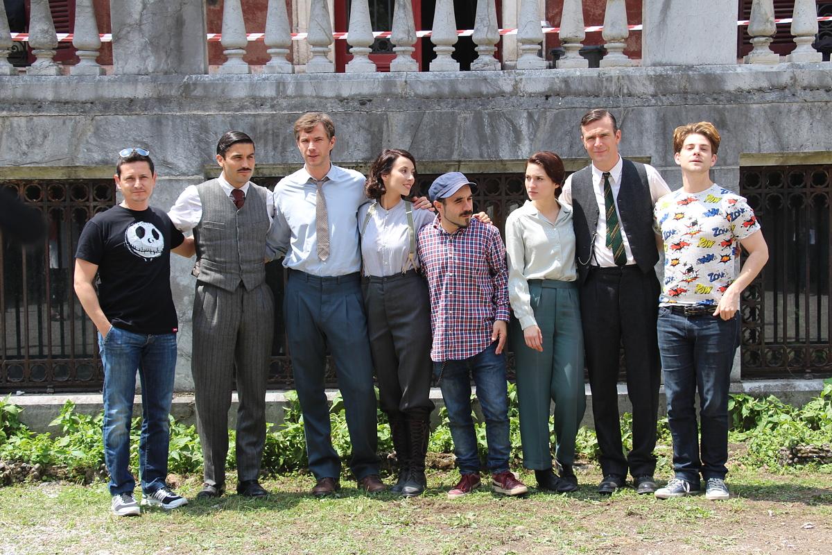 Equipo y actores de la película Gernika en el palacete de la Finca Munoa