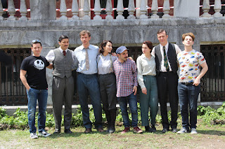 Los actores y responsables de la película posan en la Finca Munoa