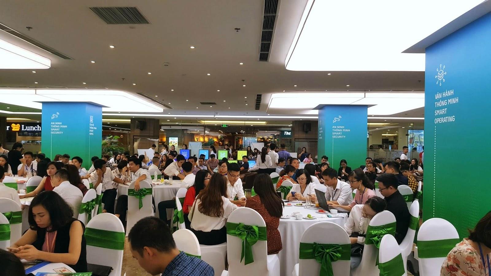 Đông đảo khách hàng đến tham dự sự kiện ra mắt Vinhomes Tây Mỗ