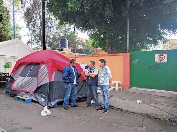Casero amenaza con desalojar a inquilinos que duermen en albergue