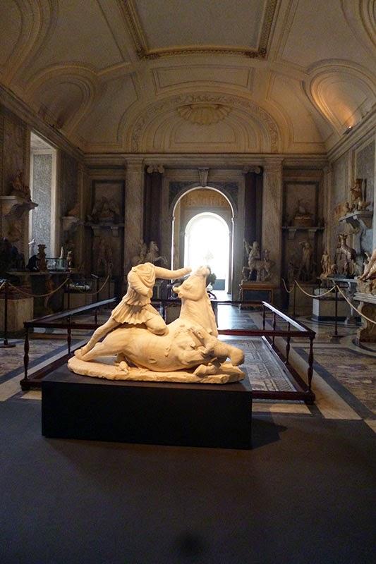 Escultura de Mitra, Sala dos Animais
