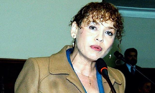 Venegas fue asesora de la legisladora de Fuerza Popular, Karina Beteta, cargo que dejó para ir a trabajar a Ministerio Público, la PNP identificó a Venegas como la persona que retiró cajas con documentos de la oficina lacrada