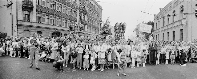 1990 год. Рига. Dziesmusvētki. Brīvības iela (фото: Raimo Lielbriedis)