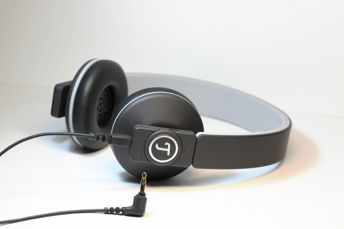 Teufel Airy Bluetooth-Kopfhörer mit angeschlossenem Kabel