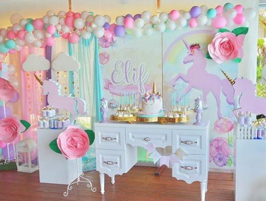 101 fiestas un unicornio para mi primer a o for Decoracion para la pared de unicornio
