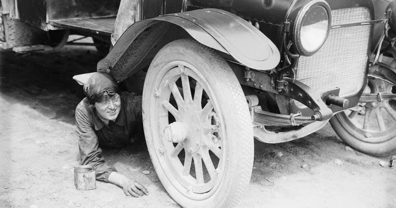 21 Century Auto >> Who Says Girls Can't Repair Cars? Check Out These 21 Amazing Photographs of Women Auto Mechanics ...