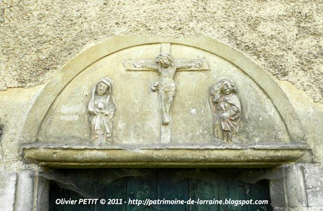 SAUVIGNY (55) - Le tympan de l'ancienne église de Traveron