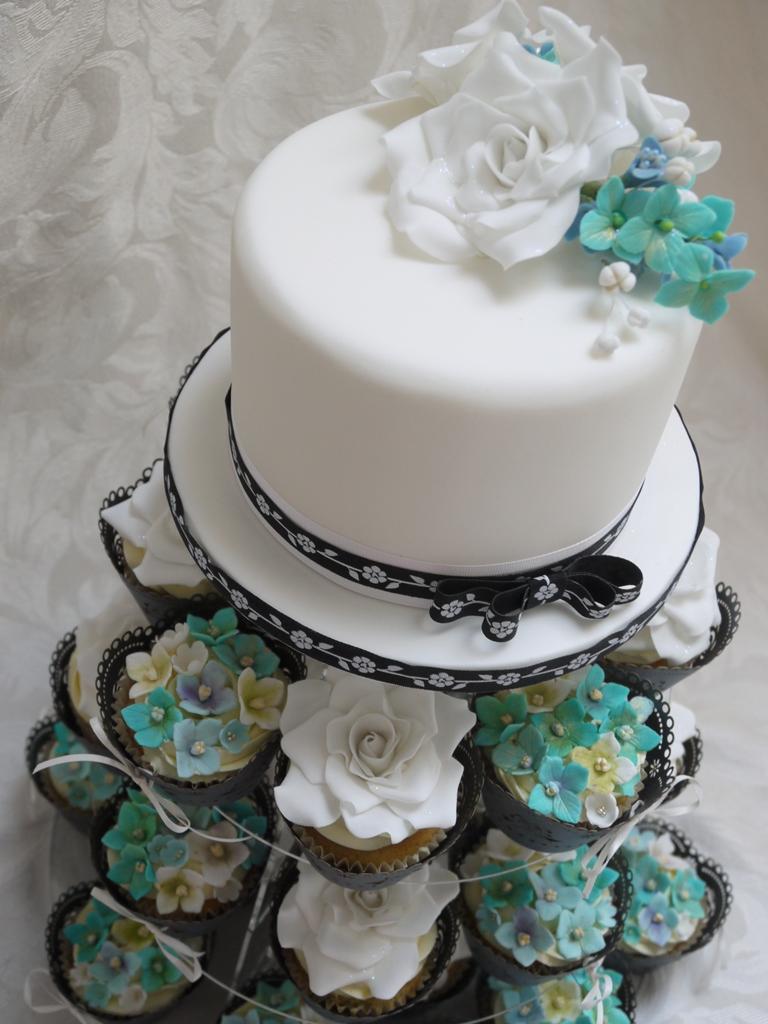 Scrummy Mummy S Cakes Aqua And White Wedding Cake And