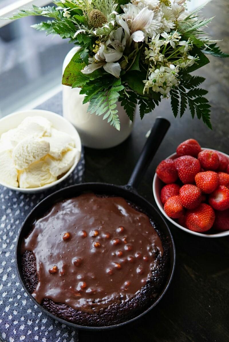 kakku pannussa, suklaakakku