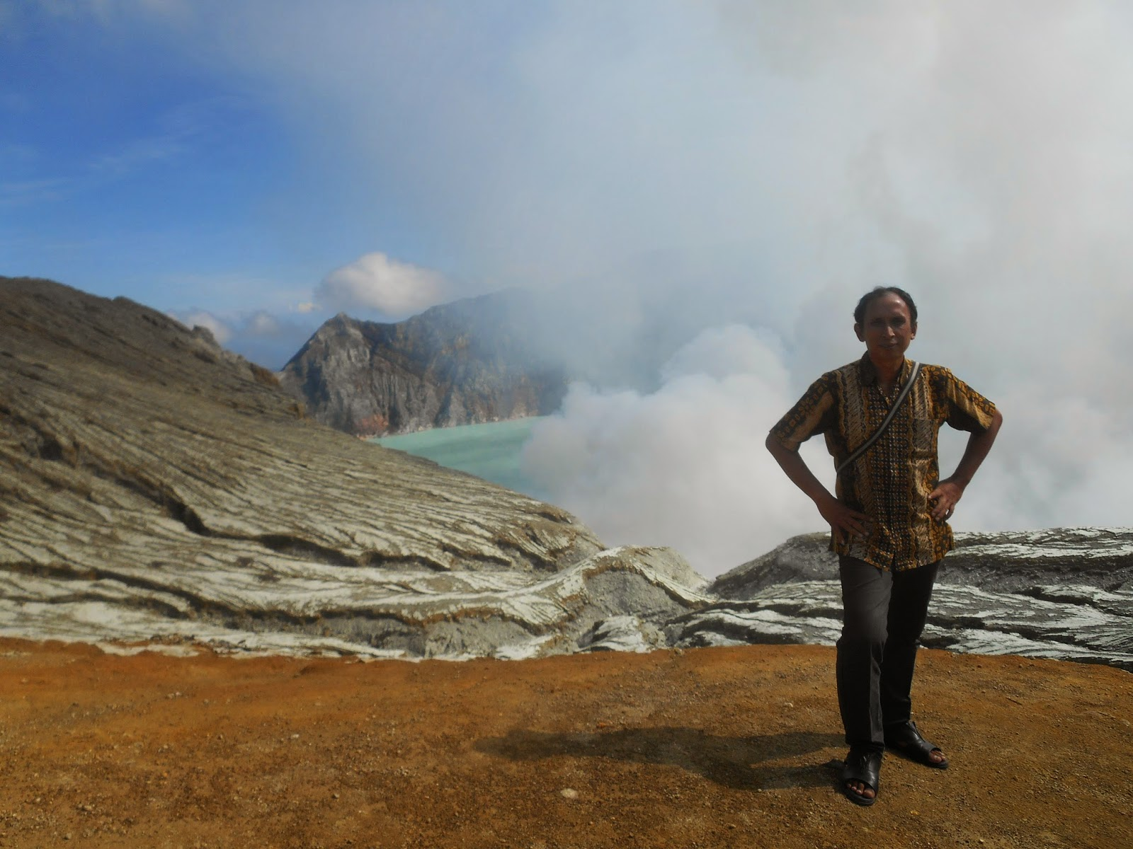 ijen crater view