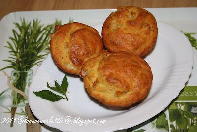 Muffins con scamorza, timo e menta