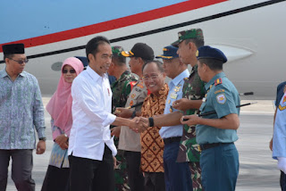 Tiba Di Bandara Lia Lombok, Presiden Jokowi Disambut Pangdam IX/Udayana Bersama Forkopimda NTB