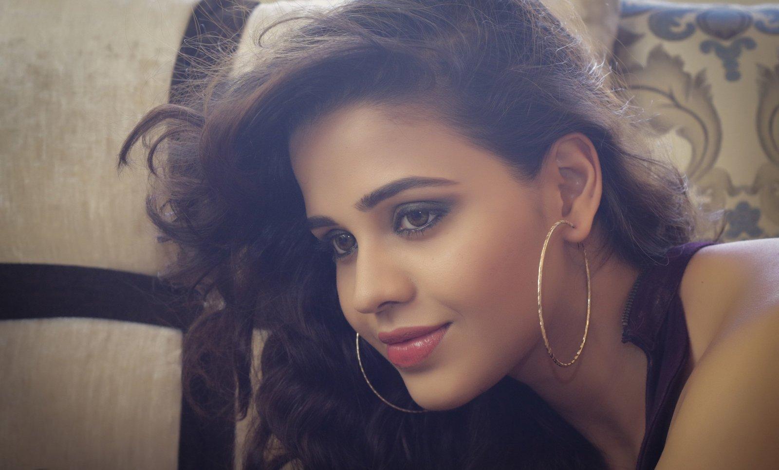 Tollywood Actress Parina Mirza photos, Parina Mirza HD Wallpaper