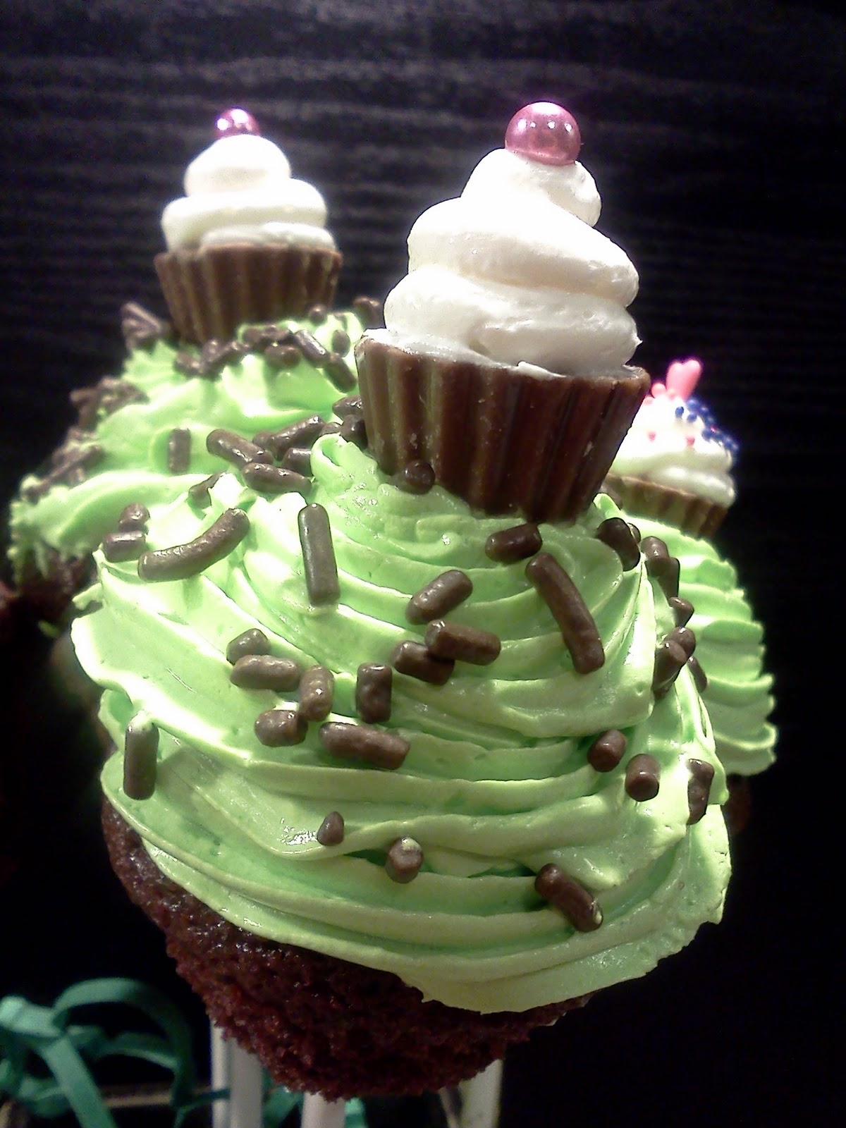 Lindy S Bayside Confections Mini Cupcakes With Extra Mini Cupcake Toppers