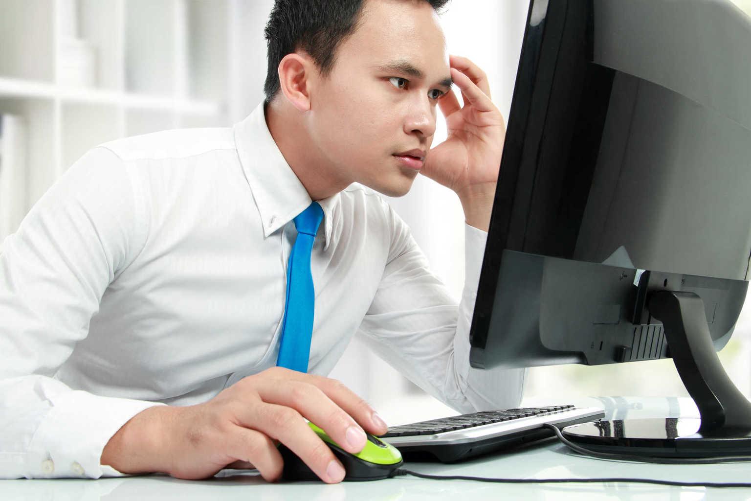 Bahaya Terlalu Lama Duduk di Depan Komputer dan Pencegahannya