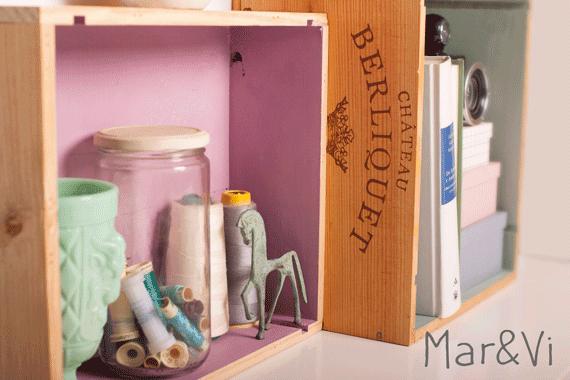 estantería hecha con cajas de madera