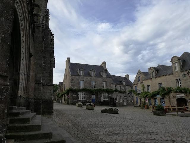 locronan-paese-pietra