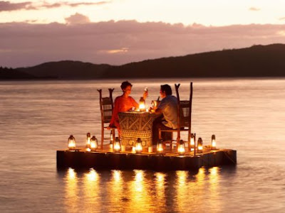 most-romantic-place-candle-light-dinner-couple-whatsapp-dp