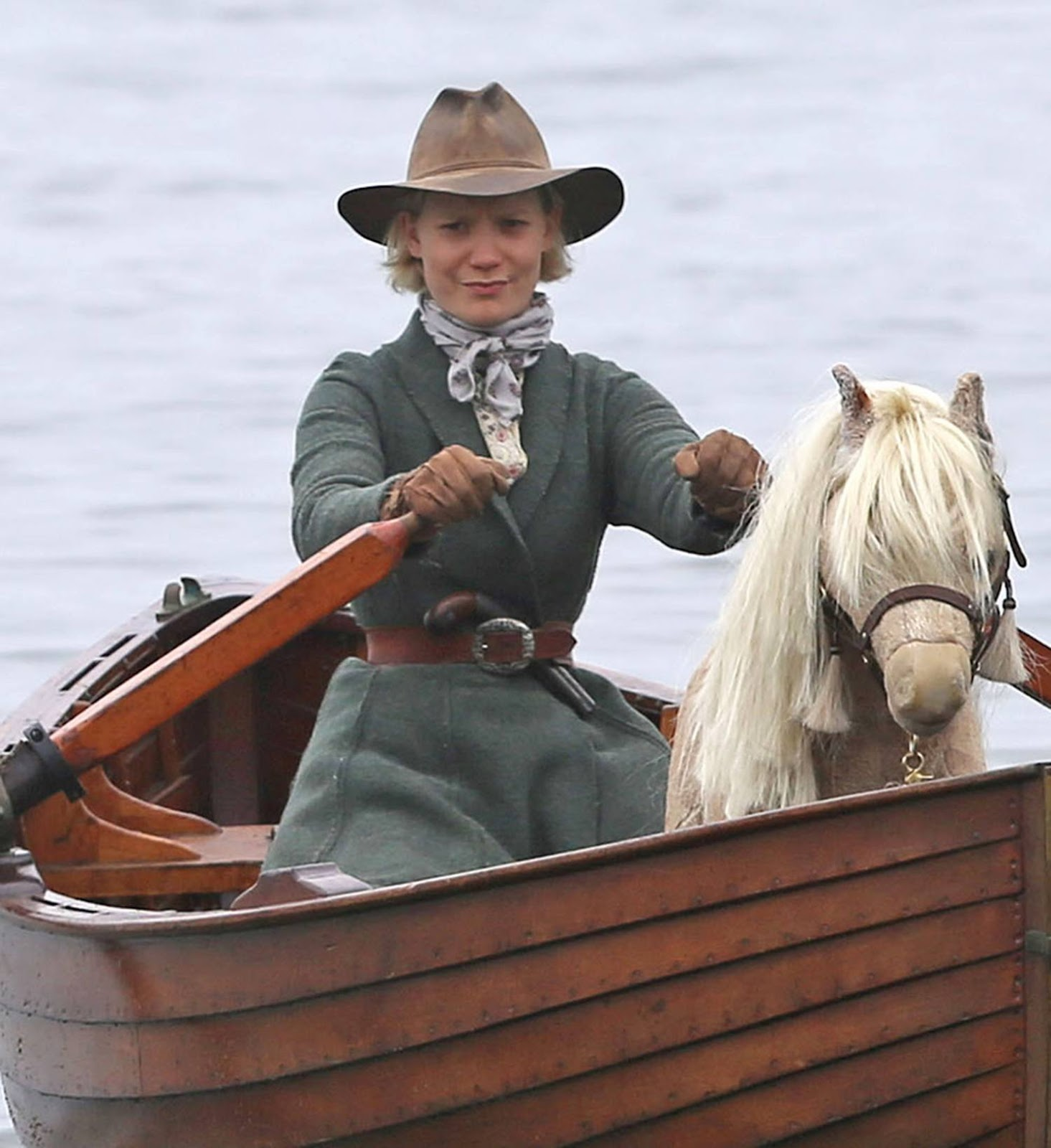 Robert Pattinson & Mia Wasikowska – Filming Movie Damsel
