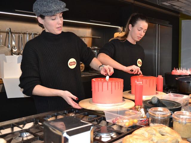 De meiden van Life of Pie Amsterdam laten zien hoe je een dripping cake maakt