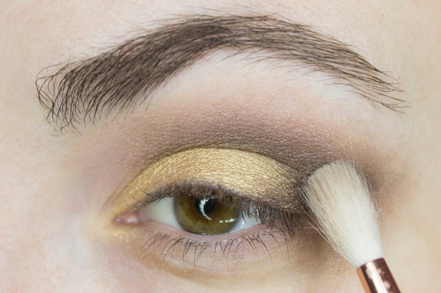 New year make-up 2018: golden accent. Step 4: blending