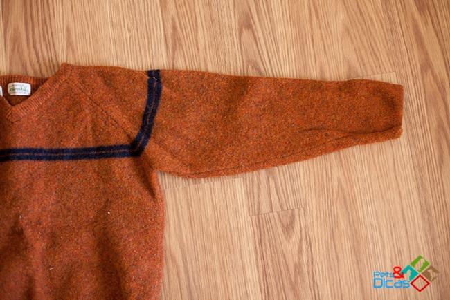 Como fazer roupinha para cachorro com manga de blusa