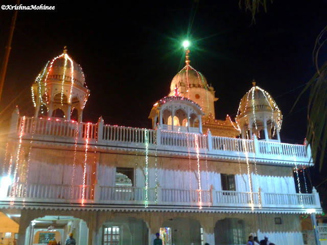 Image: Dhule Gurudwara Building from right side