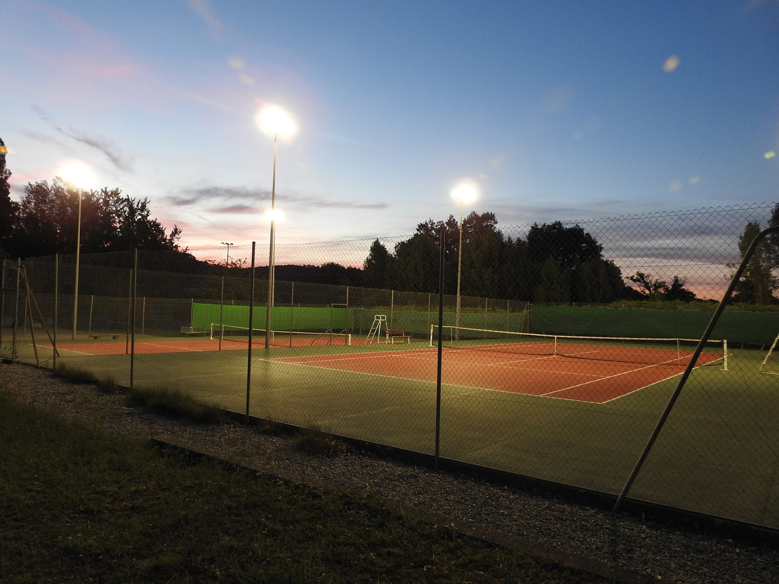 Tennis club de mons eclairage led for Eclairage court de tennis exterieur
