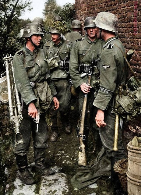 Germania Regiment Color photo World war II worldwartwo.filminspector.com
