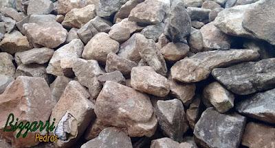 Pedra para cascata na piscina, tipo pedra natural.