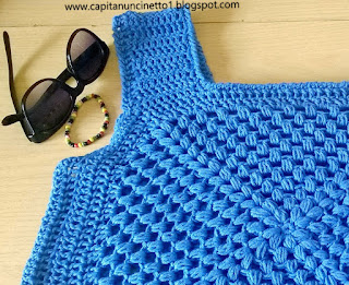 T-shirt uncinetto azzurra